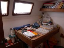 Cat Flotteur 45 - Starboad aft cabin/desk/workshop