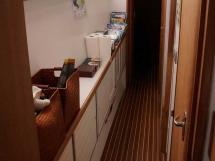 Cat Flotteur 45 - Port passageway