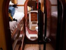 Catana 42S - Starboard passageway