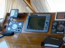 CCYD 75' - Electronics at the steering position