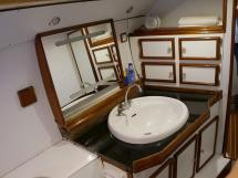 CCYD 75' - Aft cabin's bathroom's basin