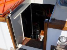 CCYD 75' - Opened companionway door