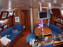 Universal Yachting 49.9 - Saloon