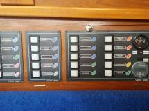 Meta Trawler 33 - 12V/24V electric panel