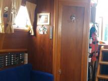 Meta Trawler 33 - Companionway steps and bathroom door