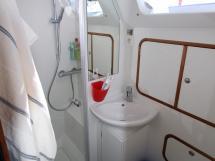 OVNI 56 - Aft bathroom