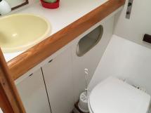 Cigale 16 -Starboard bathroom
