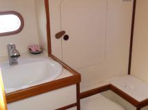 Atlantis 370 - Bathroom