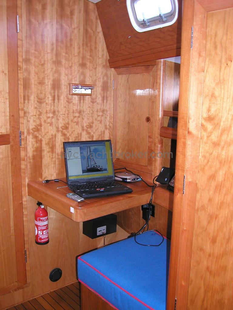 Universal Yachting 49.9 - Forward cabin's desk