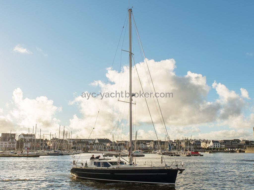 AYC Yachtbroker - JFA 45 Deck Saloon - Under engine