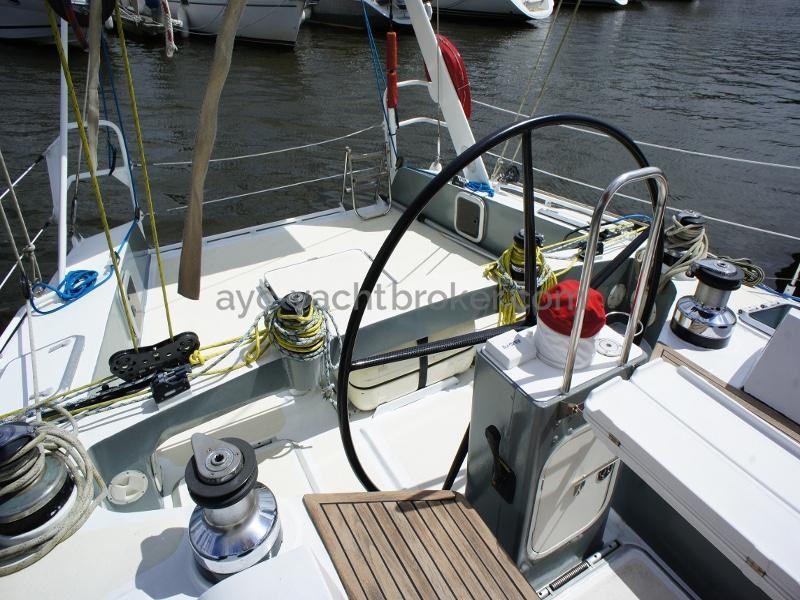 AYC Yachtbroker - Nemophys 50 - Carbon steering wheel