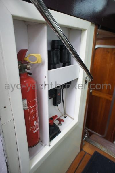 AYC Yachtbroker - Nemophys 50 - Companionway port side