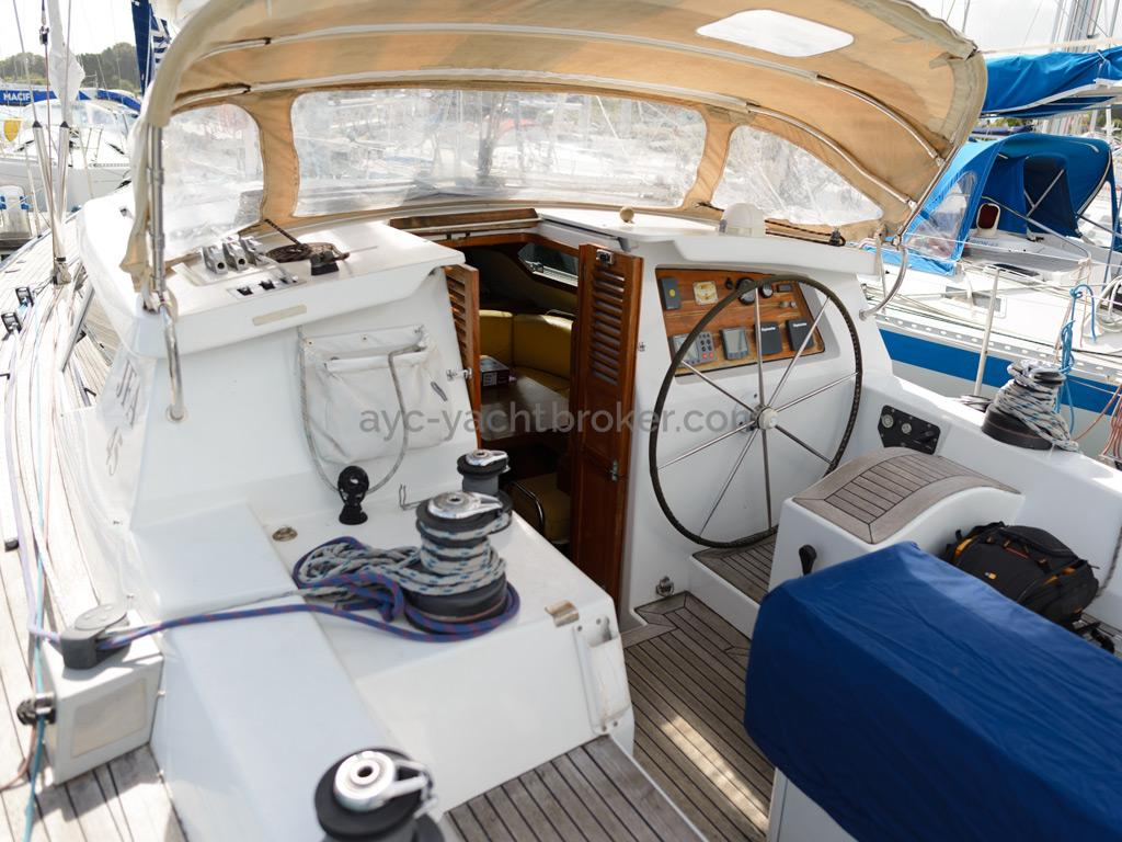 AYC Yachtbroker - JFA 45 Deck Saloon - Cockpit