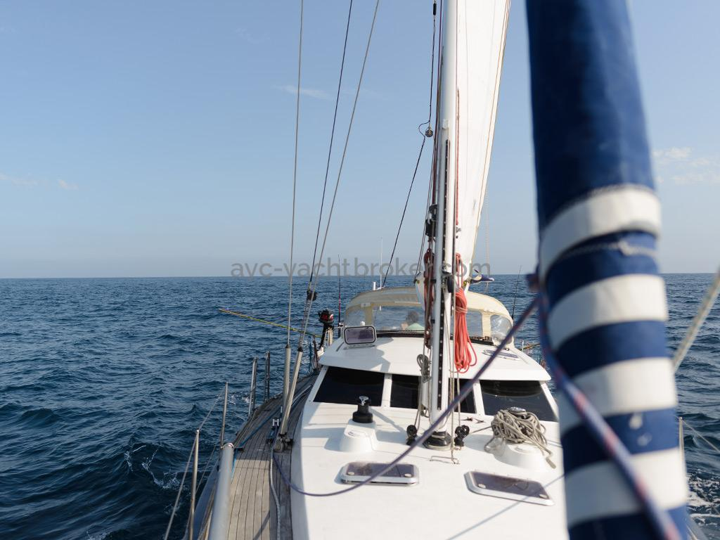 AYC Yachtbroker - JFA 45 Deck Saloon - Under mainsail