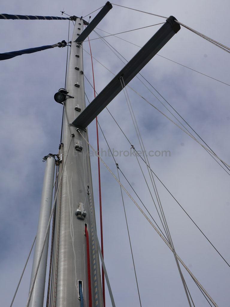OVNI 395 - Mast