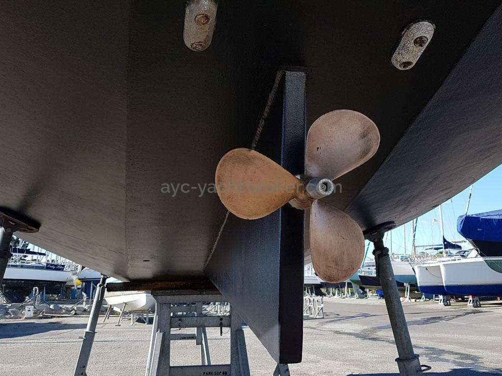 Atlantis 370 - Maucour 3 blades propeller