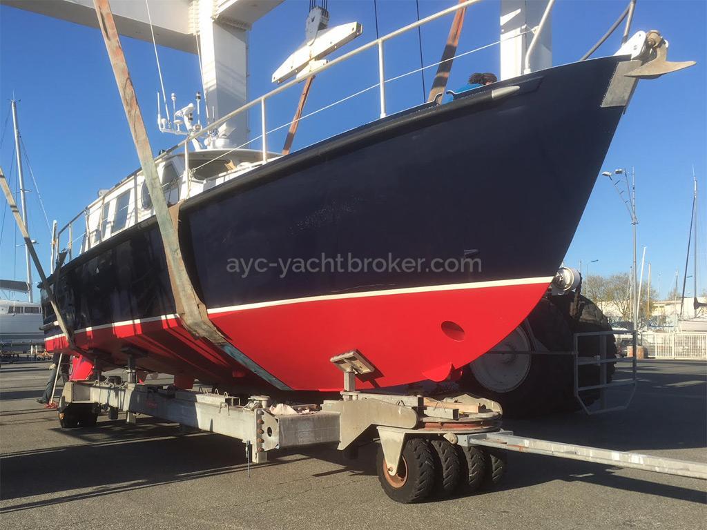 AYC Yachtbrokers - Trawler Meta King Atlantique - New red antifouling paint