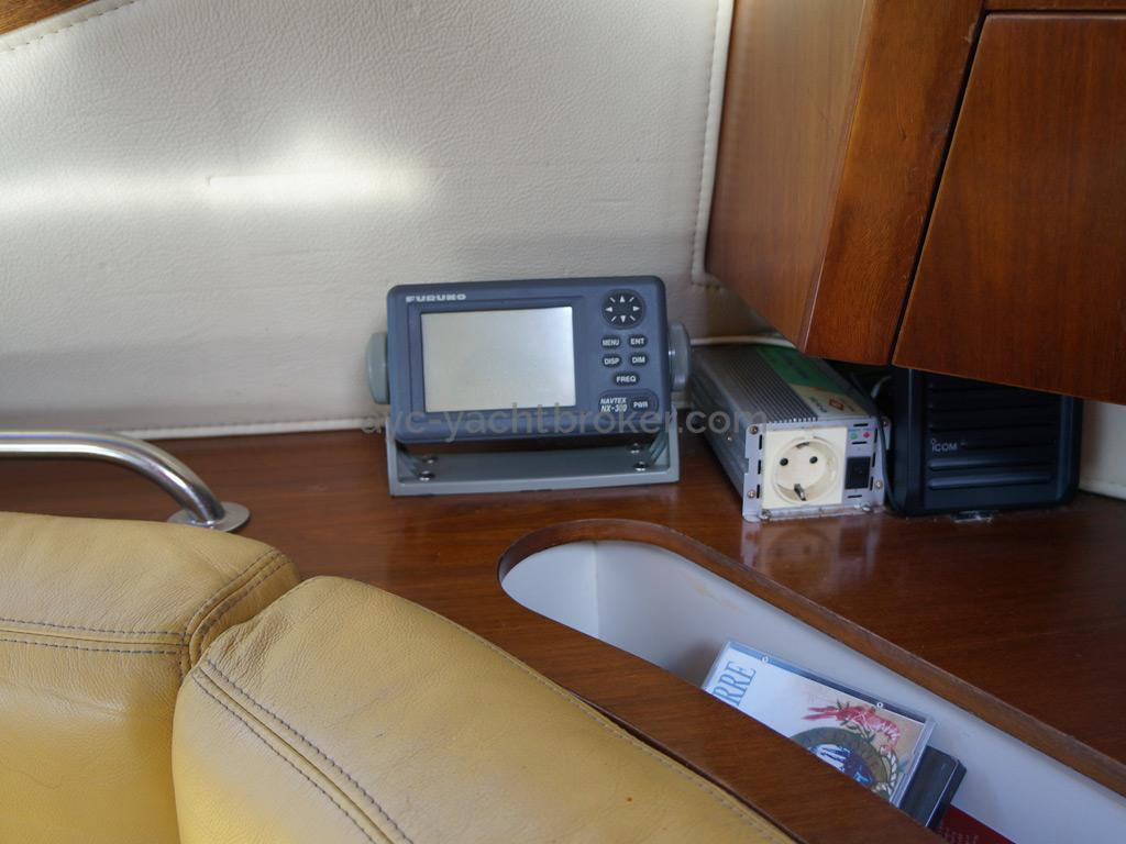 AYC Yachtbroker - JFA 45 Deck Saloon - Electronics