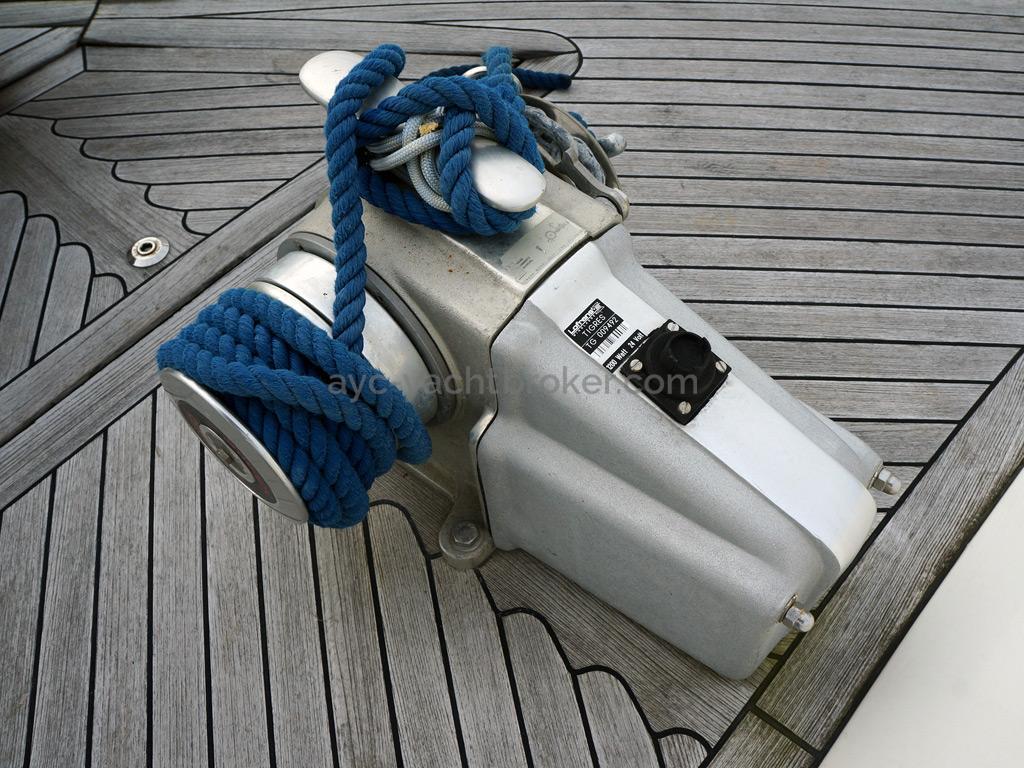 Searocco 1500 Trawler - Electrical windlass