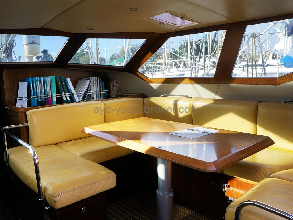 AYC Yachtbroker - JFA 45 Deck Saloon - Deck saloon's leather benchseats