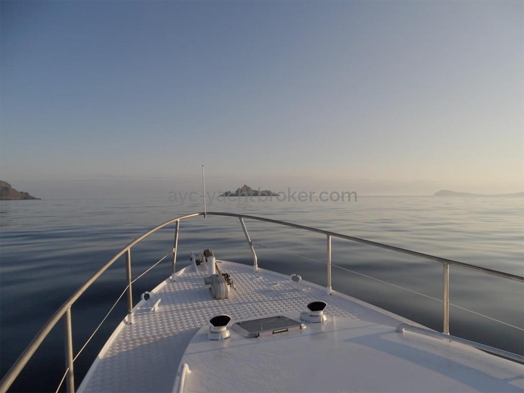 AYC Yachtbrokers - Trawler Meta King Atlantique - Forward deck