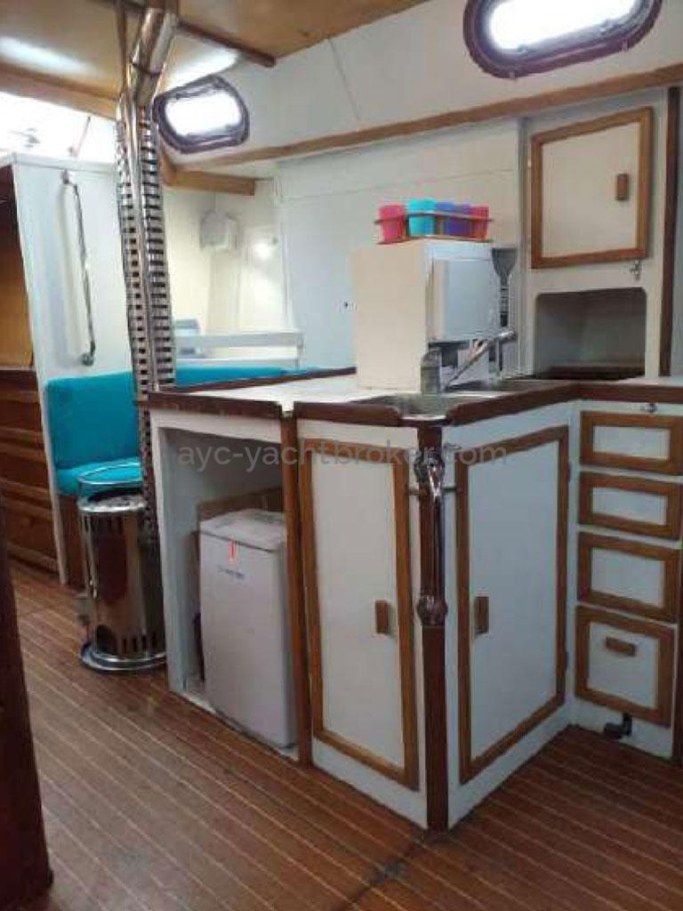 Meta JPB 47 - Galley, heating stove
