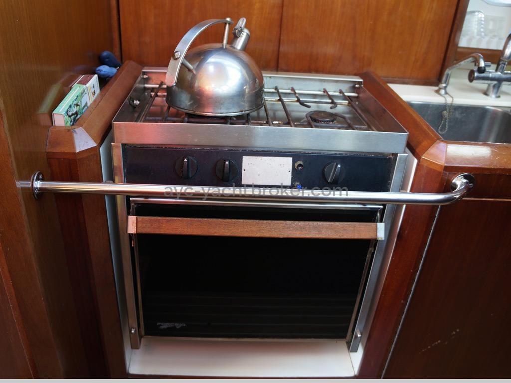 AYC Yachtbroker - JFA 45 Deck Saloon - Gimbaled cooker