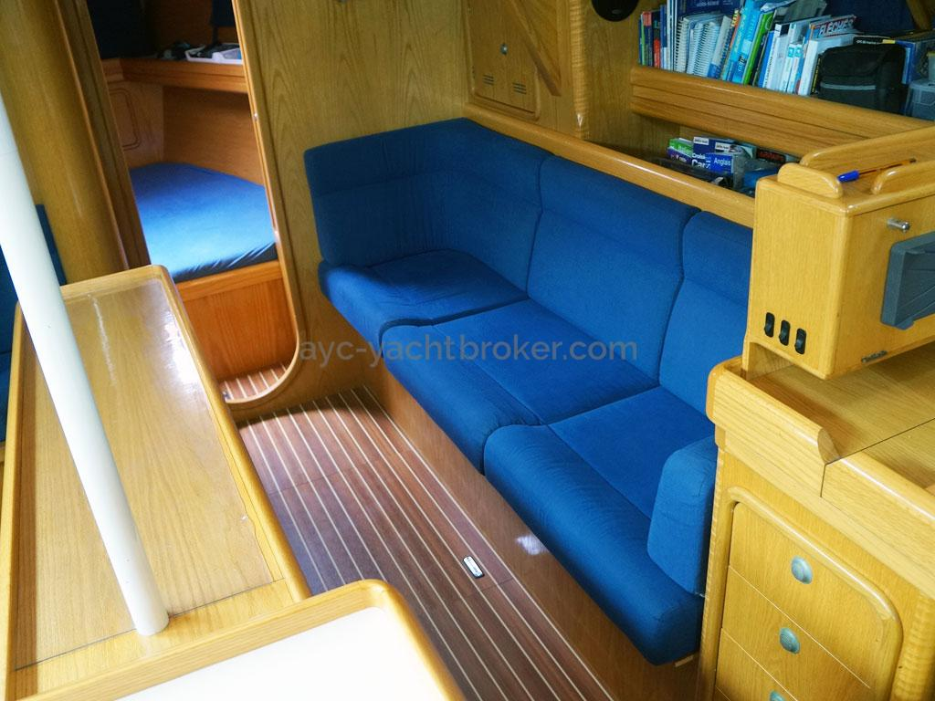 OVNI 395 - Starboard saloon benchseat