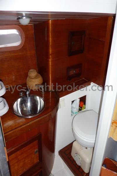 AYC Yachtbroker - Nemophys 50 - Bathroom