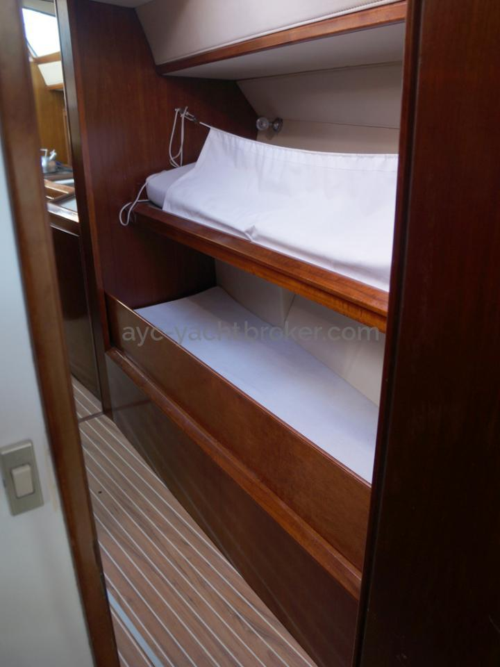 AYC Yachtbroker - JFA 45 Deck Saloon - Alleyway bunk beds
