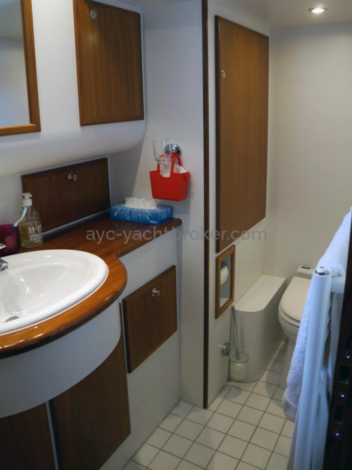 Searocco 1500 Trawler - Central cabin shower room