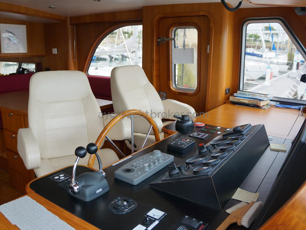 Searocco 1500 Trawler - Main steering station