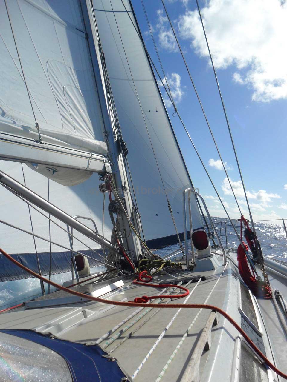 AYC International YachtBroker - FEELING 13.50 -