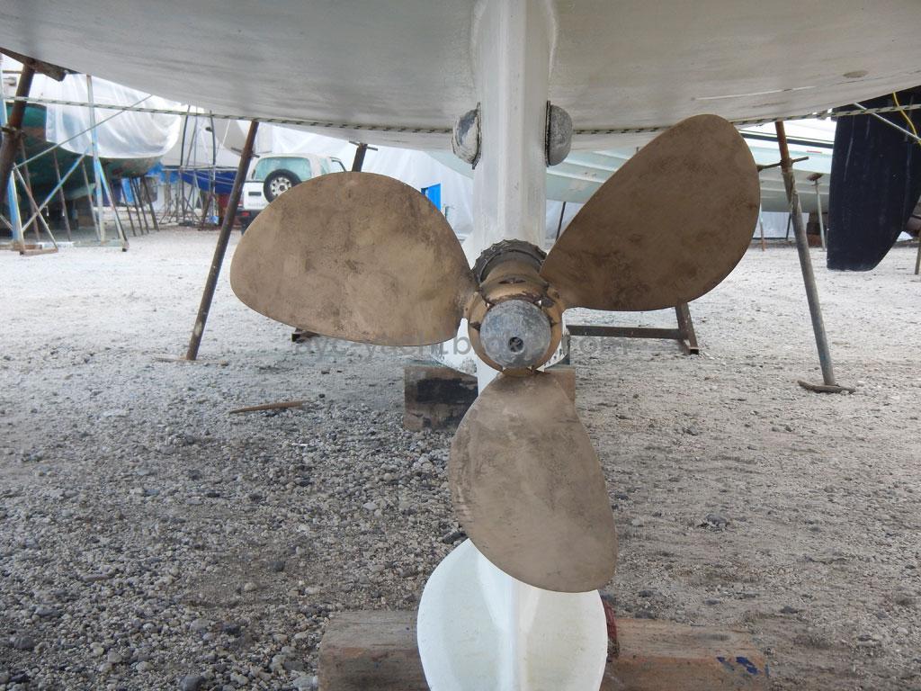 AYC - Azzuro 53 / Flexofold propeller