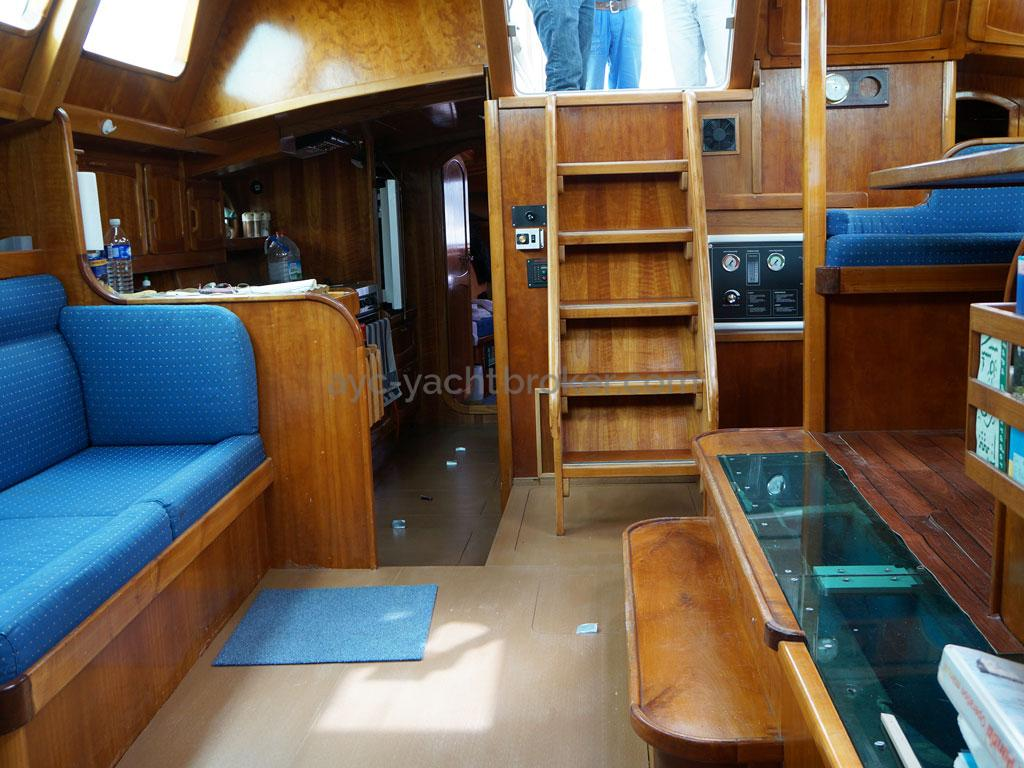 AYC - Chatam 60 / Companionway, panoramic saloon & centerboard case
