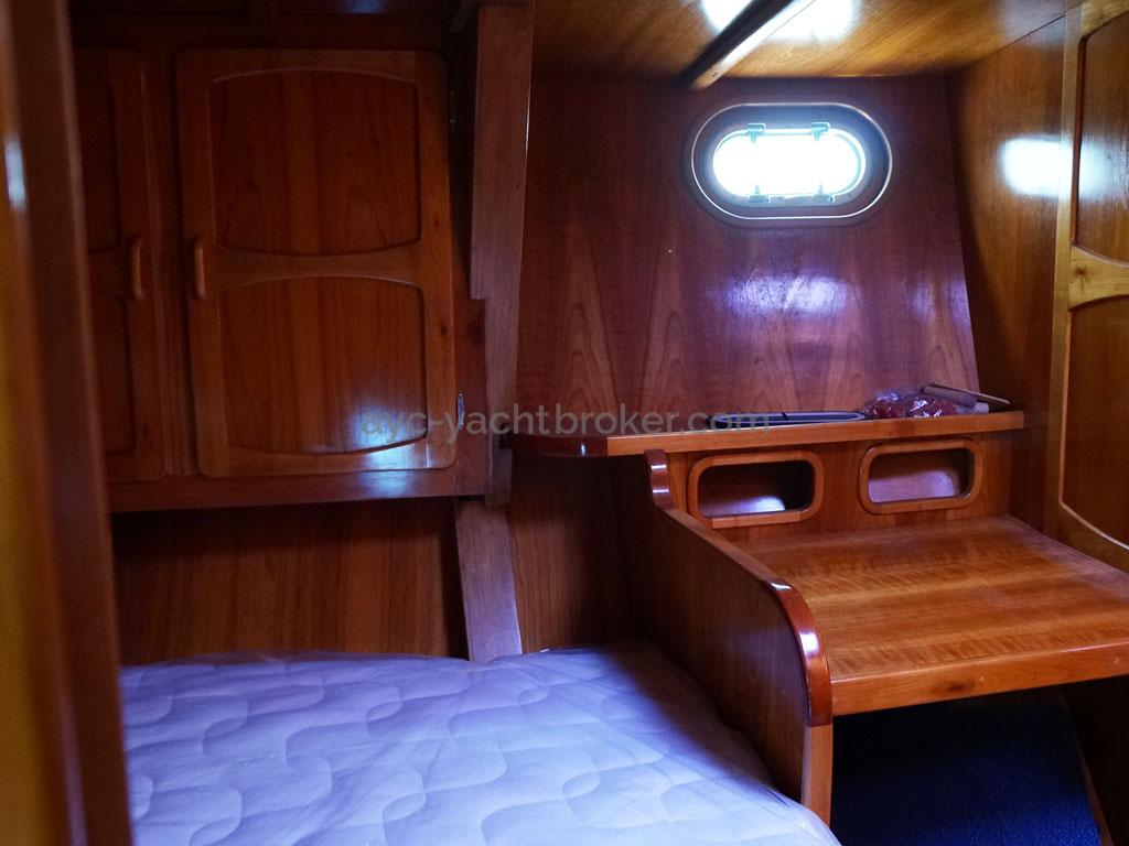 AYC - Chatam 60 / Forward port cabin