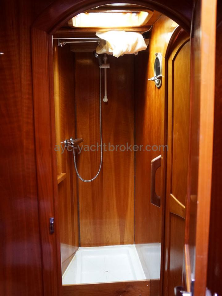 AYC - Chatam 60 / Forward bathroom shower