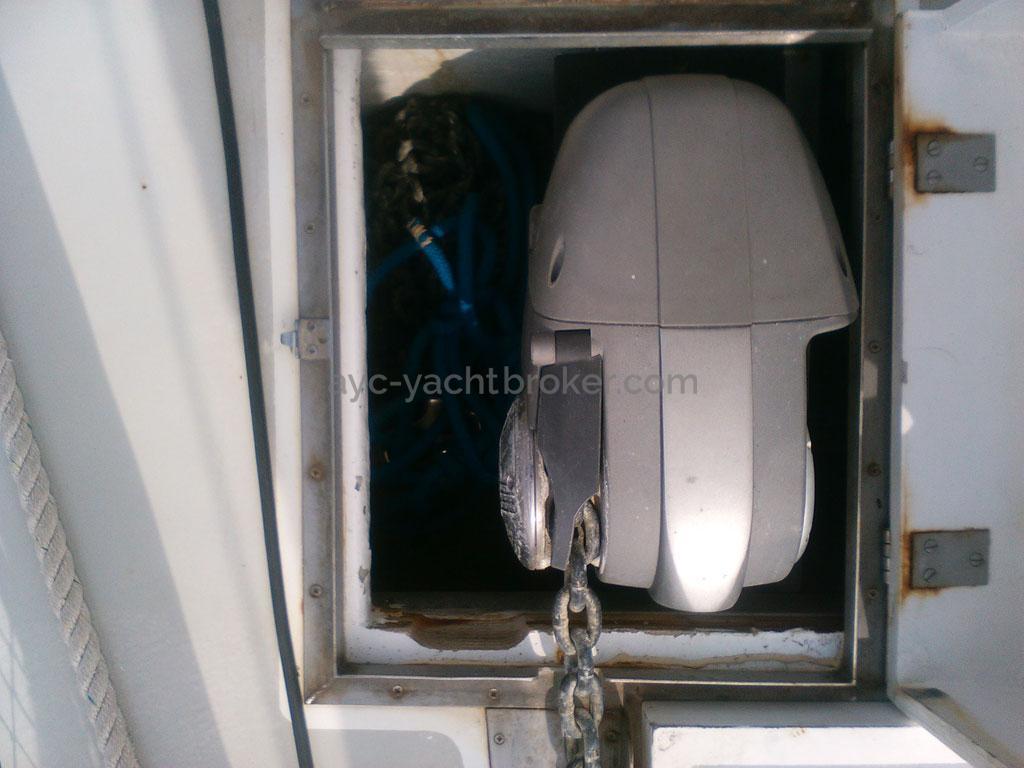AYC - Damien 40 / Electrical windlass