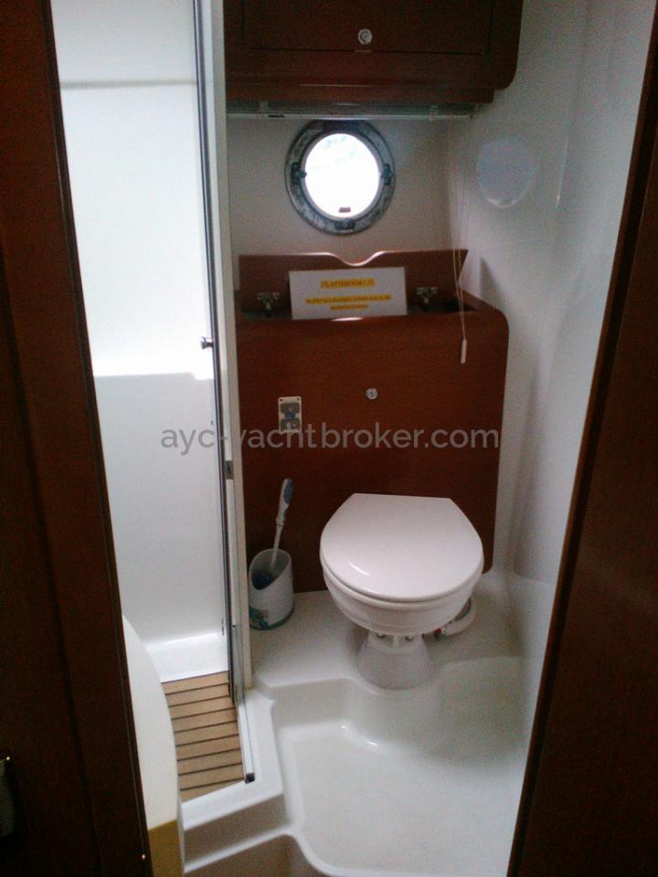 AYC - FLYER GT 44 / Forward bathroom