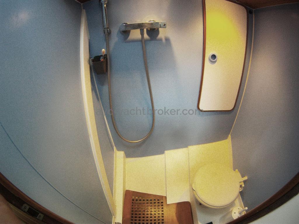 AYC - Levrier des mers 16m / Forward bathroom