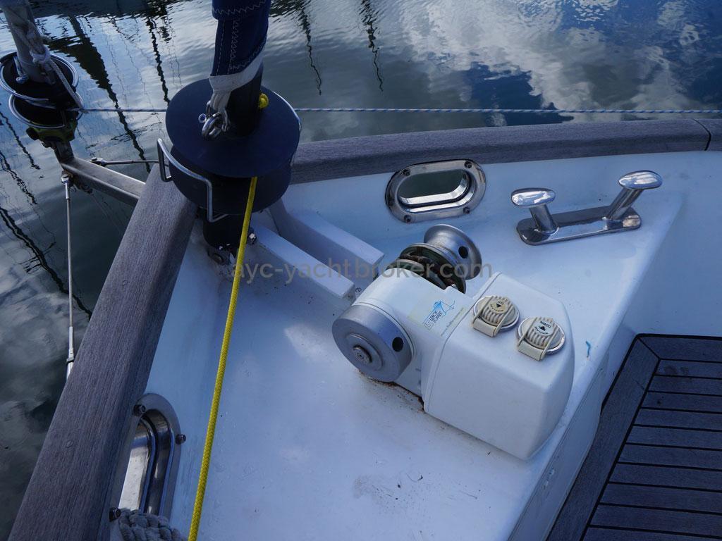 AYC - Trawler fifty 38 / Windlass and furlers