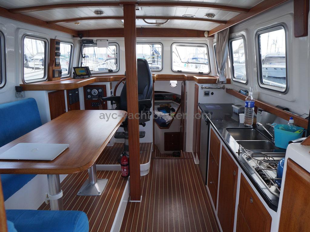 AYC - Trawler fifty 38 / Panoramic saloon