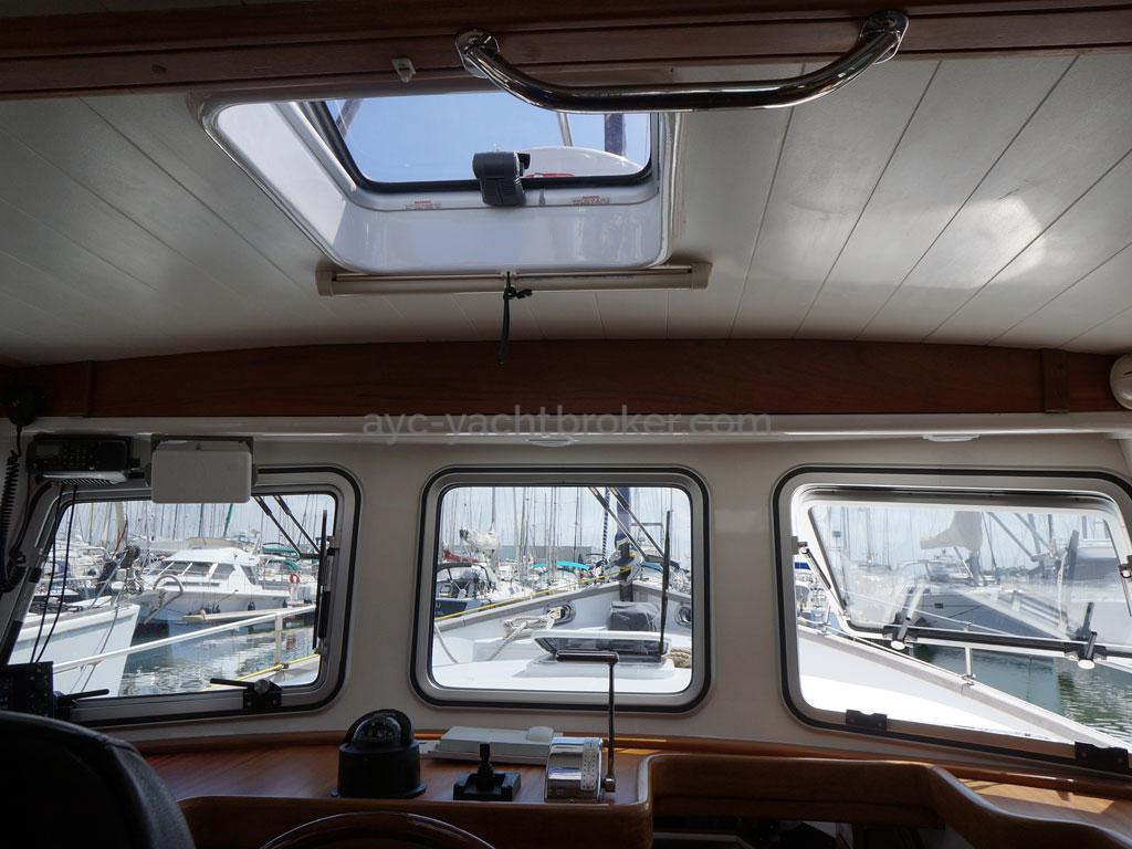 AYC - Trawler fifty 38 / Saloon hatches