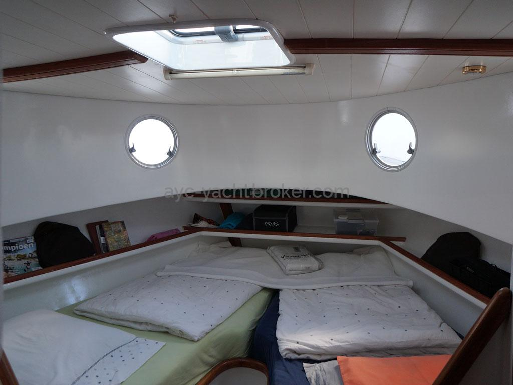 AYC - Trawler fifty 38 / Front owner's cabin