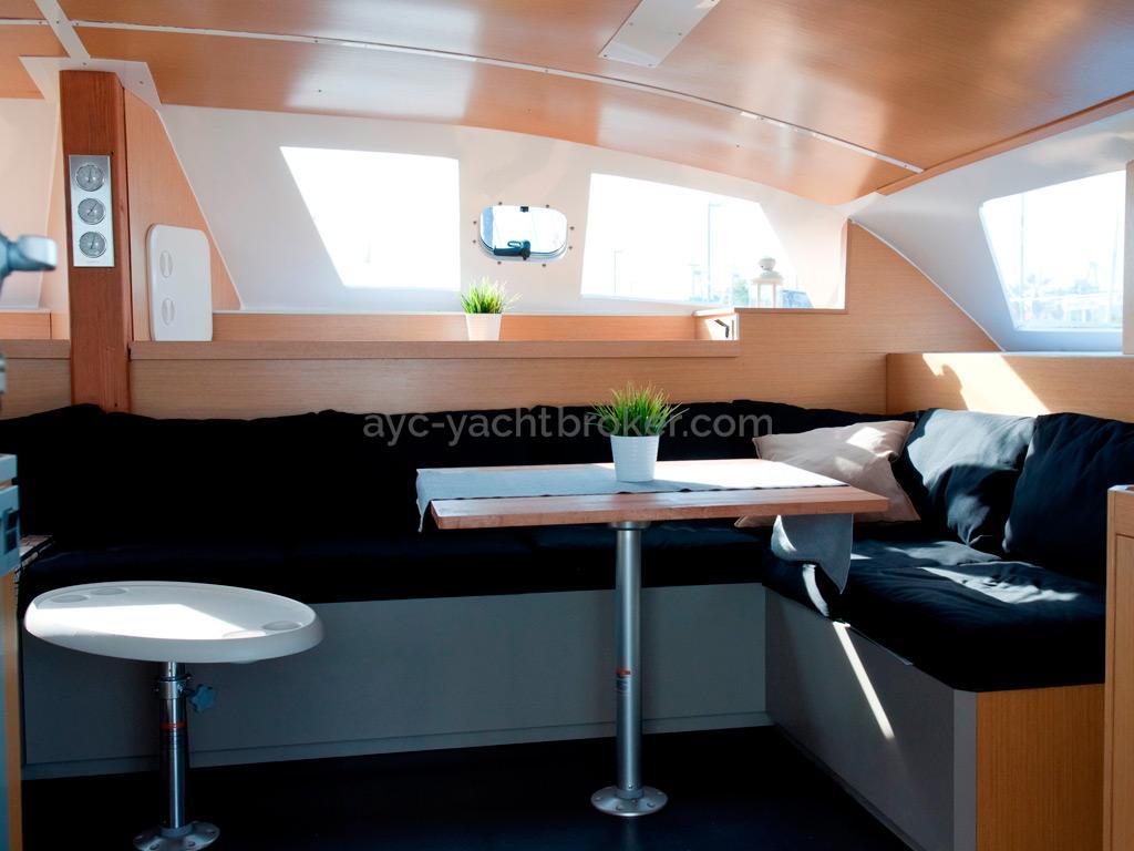 Flashcat 52s - AYC Yachtbroker - Saloon