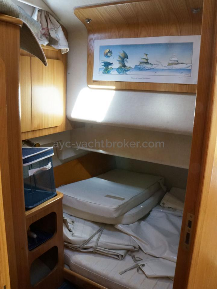 AYC - ACM 1155 Fly / Central port double berth cabin