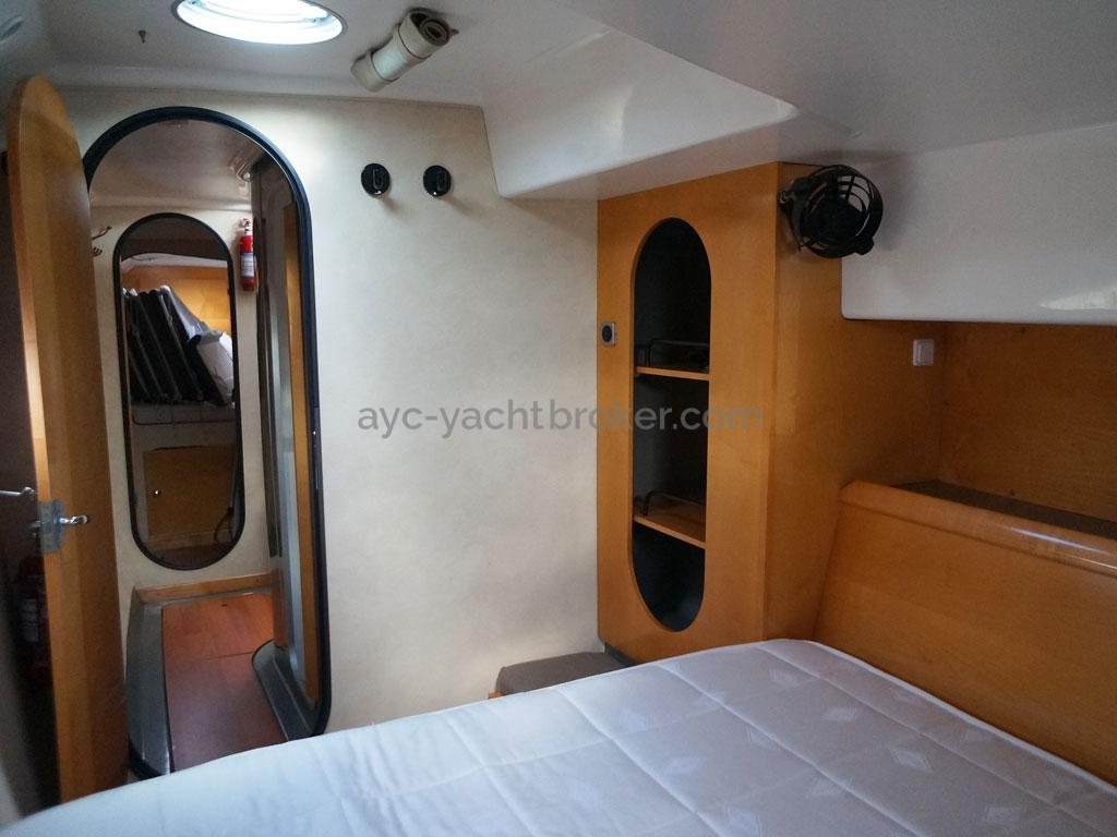 AYC - Lavezzi 40 / Aft port hull cabin