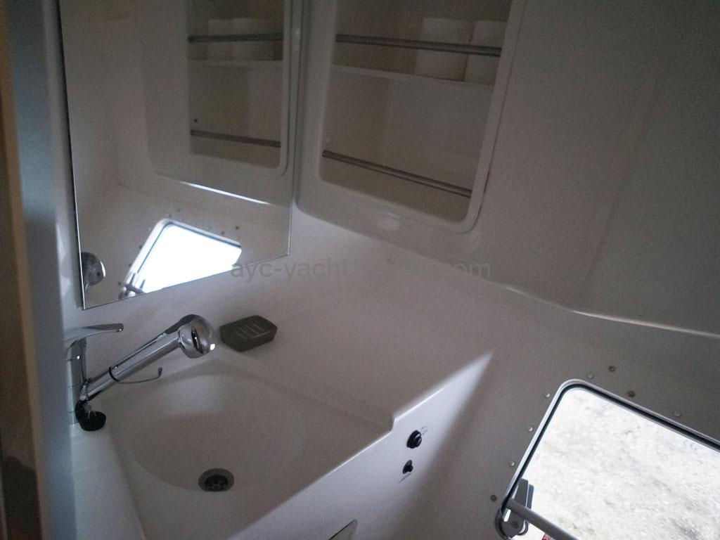 AYC - Lavezzi 40 / Port hull bathroom