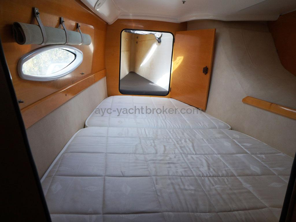AYC - Lavezzi 40 / Port hull forward cabin