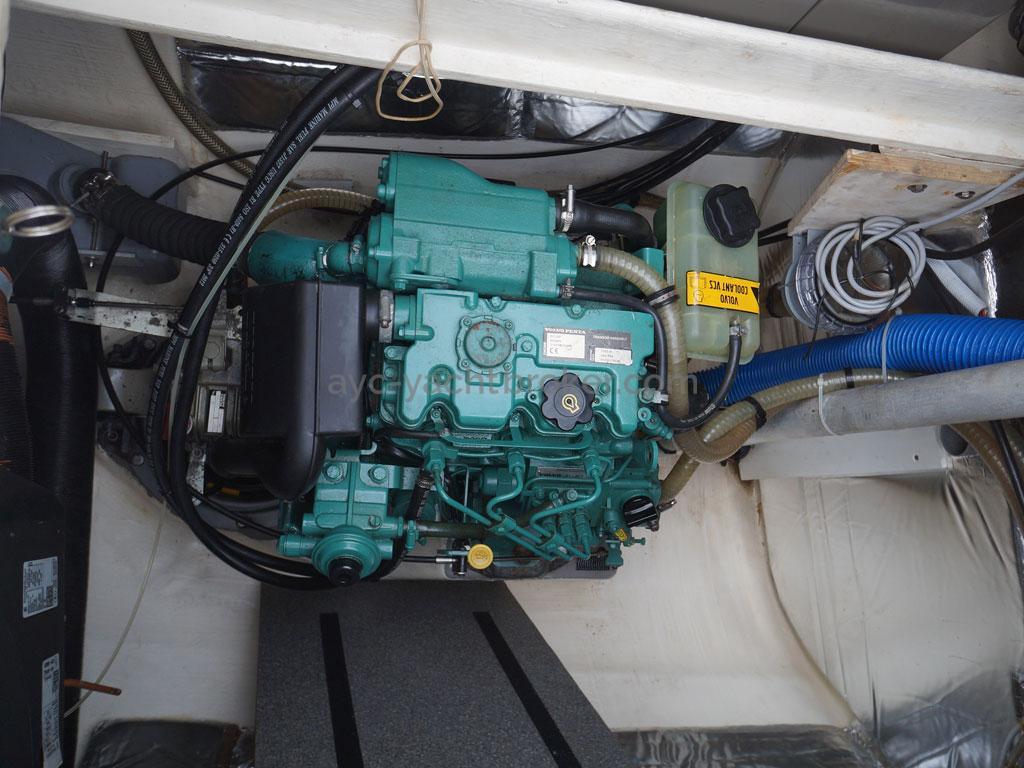 AYC - Lavezzi 40 / Starboard engine room
